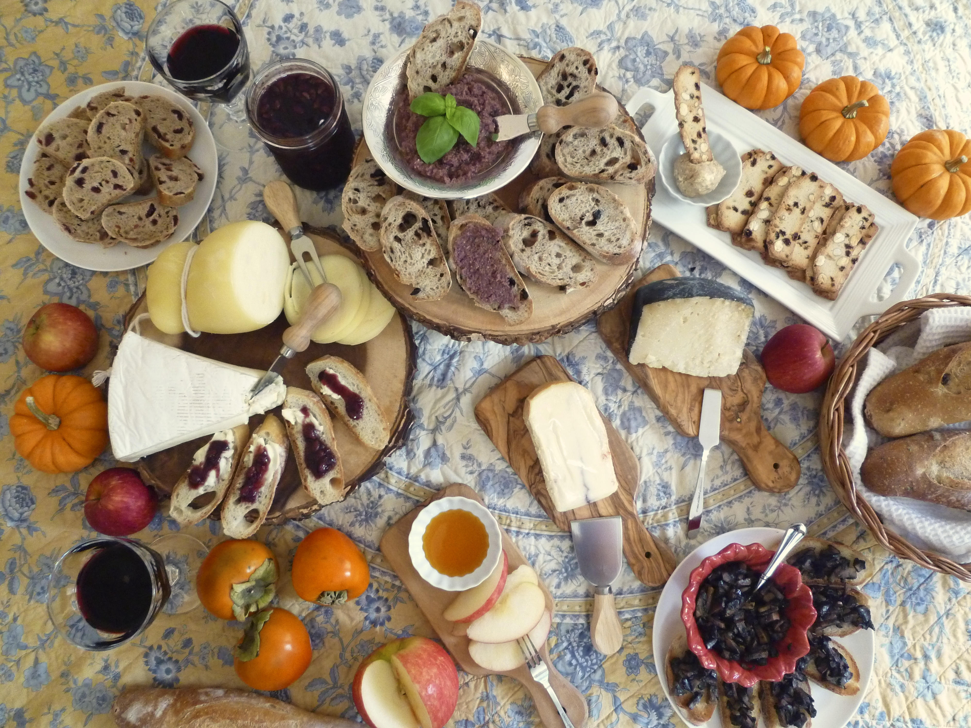 Fall Entertaining- Wine, Cheese, Olives and More!
